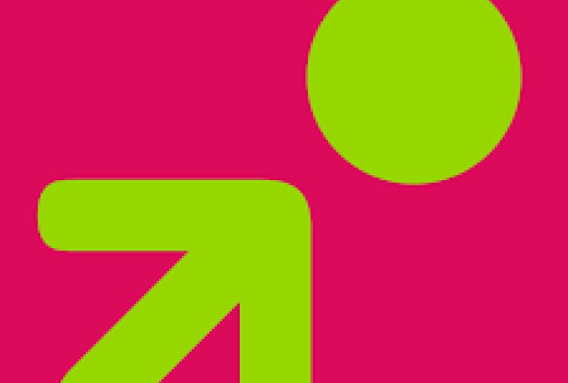 Bilde av logoen til kollektivforeningen, grønn pil og sirkel på rosa bakgrunn